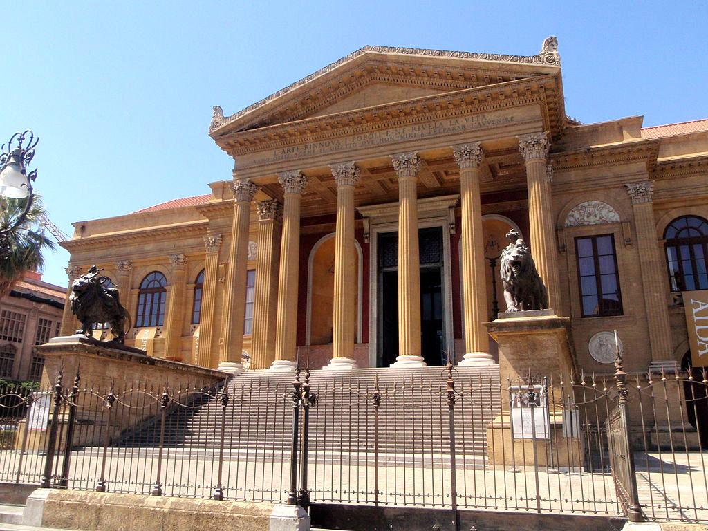"""Il fantasma del """"Teatro Massimo"""" di Palermo"""