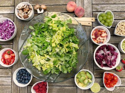 La giusta stagione di produzione di alcune varietà di frutta e verdura